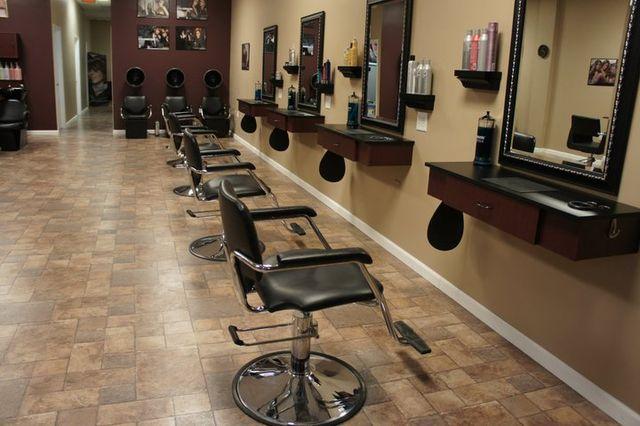 640px-hair_salon_stations